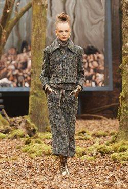 Ofertas de Pantalones mujer  en el folleto de Chanel en Puigcerda