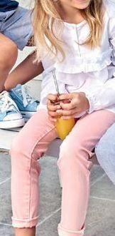 Oferta de Blusa estampada o pantalón vaquero color por