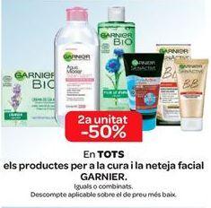 Oferta de En TODOS los productos para el cuidado y limpieza facial GARNIER  por