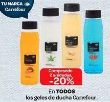 Oferta de En TODOS los geles de ducha Carrefour. por