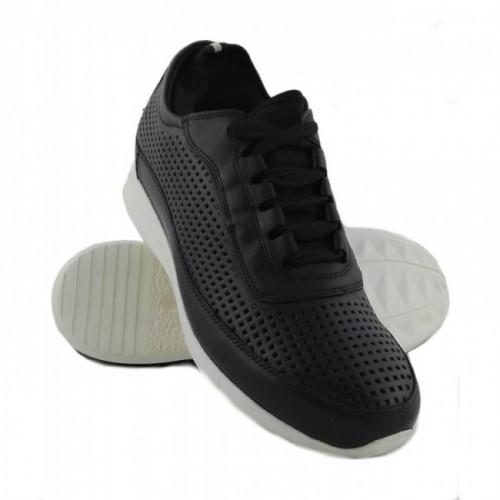 Oferta de Zapatos deportivos de piel troquelada y con alzas de 7 cm por 111.2€
