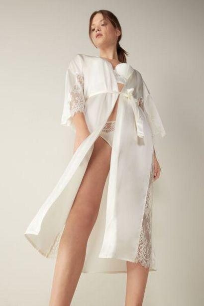 Oferta de Bata de Seda Slip Into Elegance por 129,9€