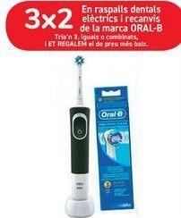 Oferta de En cepillos dentales eléctricos y recambios de la marca ORAL-B  por