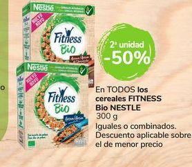 Oferta de En TODOS los cereales Fitness Bio Nestlé por