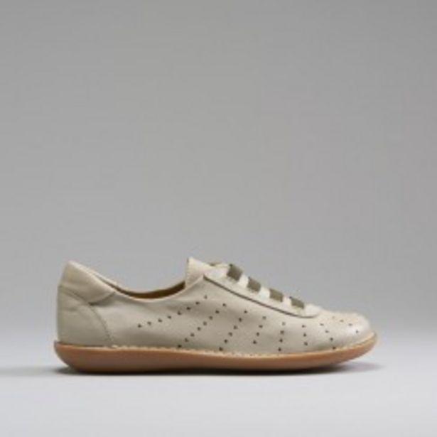 Oferta de Zapato beige perforados piel SENDA ROAD por 17,99€