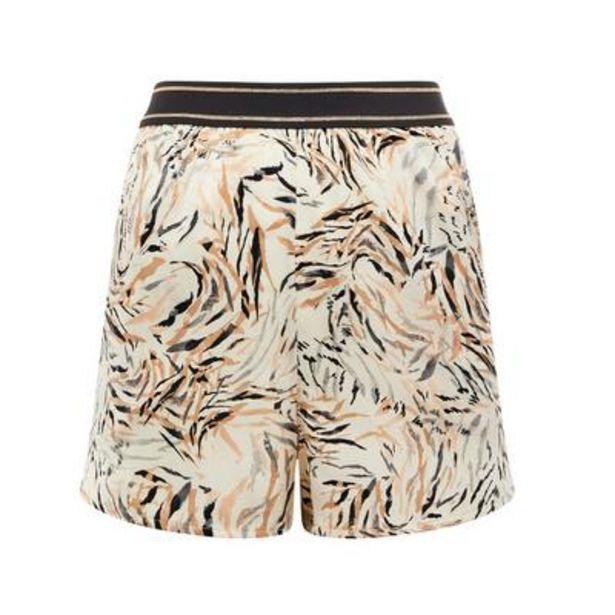 Oferta de Pantalón corto de pijama de raso beige con estampado de hojas por 7€