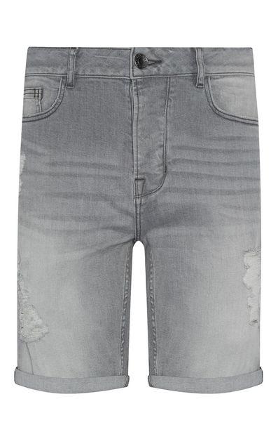 Oferta de Vaquero corto azul claro con detalles rasgados por 18€