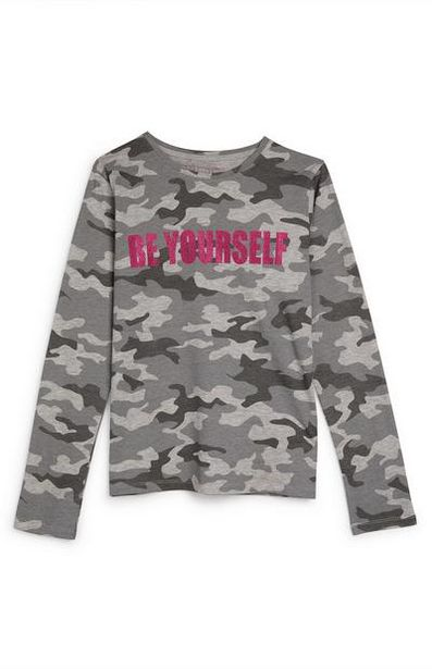 Oferta de Camiseta de manga larga gris con estampado de camuflaje y texto «Be Yourself» para niña mayor por 3,3€