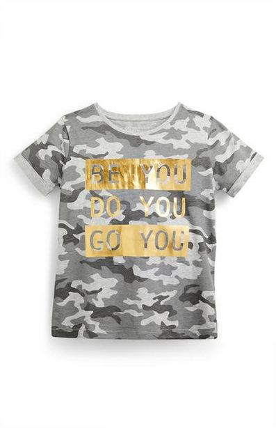 Oferta de Camiseta gris con estampado de camuflaje para niña mayor por 3€