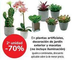 Oferta de En plantas artificiales, decoración de jardín exterior y macetas, iguales o combinados  por