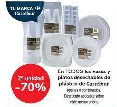 Oferta de En TODOS los vasos y platos desechables de plásctico de Carrefour, iguales o combinados  por