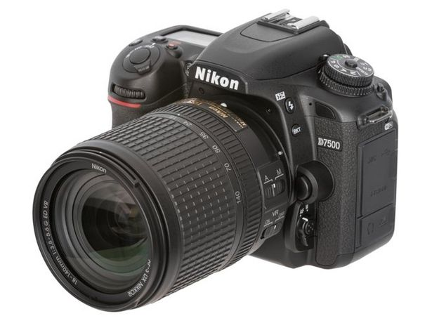 Oferta de Kit Cámara Réflex NIKON D7500 18-140VR (20.9 MP - ISO: 100 a 51200 - Sensor: DX) por 1199€