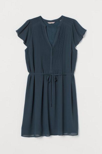 Oferta de H&M+ Vestido con escote en V por 8,99€