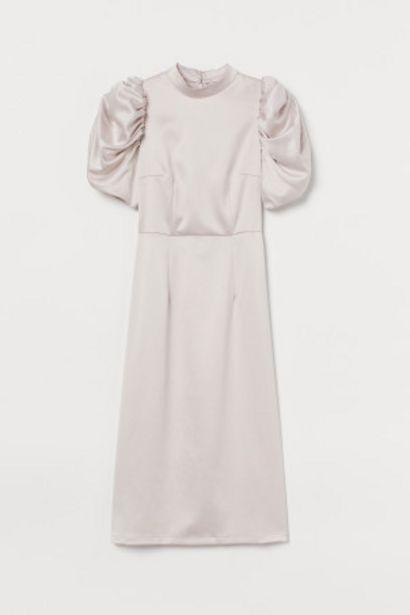 Oferta de Vestido de satén manga puffy por 12,99€