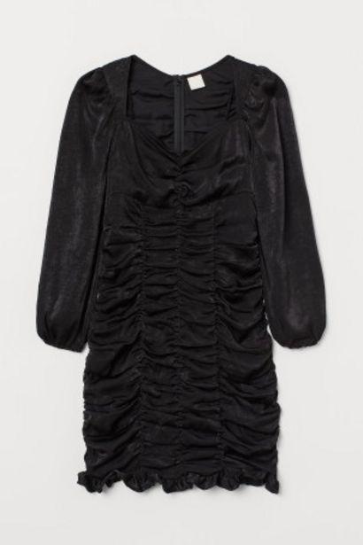 Oferta de Vestido fruncido de satén por 12,99€