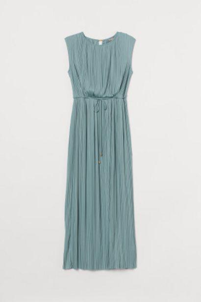 Oferta de H&M+ Vestido plisado largo por 12,99€