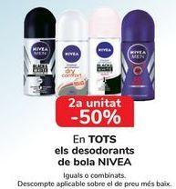 Oferta de En TODOS los desodorantes Roll On Nivea, iguales o combinados  por