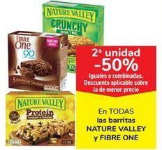 Oferta de En TODAS las barritas NATURE VALLEY y FIBRE ONE, iguales o combinados  por