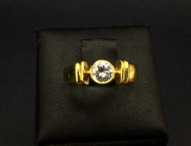 Oferta de Anillo oro primera ley (oro 18k con piedra) por 158,9€