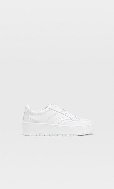 Oferta de Zapatillas plataforma blancas por 25,99€