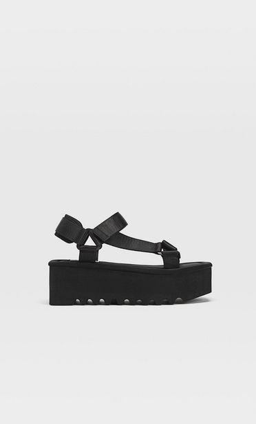 Oferta de Sandalias flatform tiras negras por 25,99€