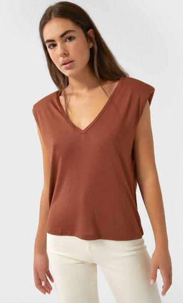 Oferta de Camiseta hombreras cuello pico por 3,99€