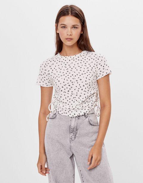 Oferta de Camiseta fruncidos laterales por 3,99€