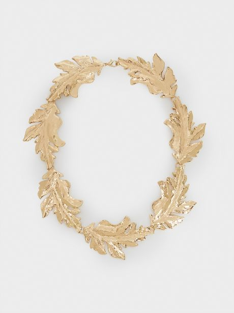 Oferta de Collar Corto Hojas Dorado por 9,99€