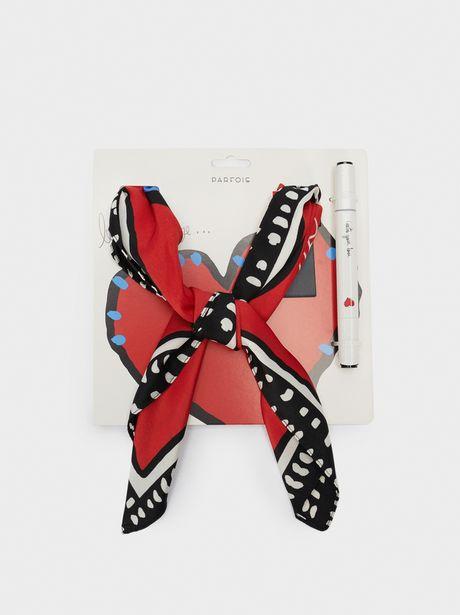 Oferta de Pañuelo Cuadrado Estampado Corazón por 12,99€