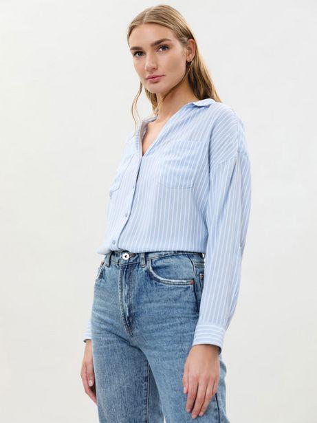 Oferta de Camisa cuello pico con bolsillos por 9,99€
