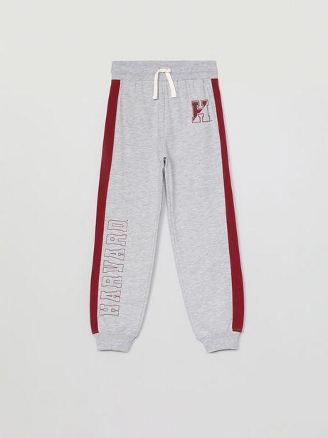Oferta de Pantalón de felpa con estampado Harvard por 12,99€