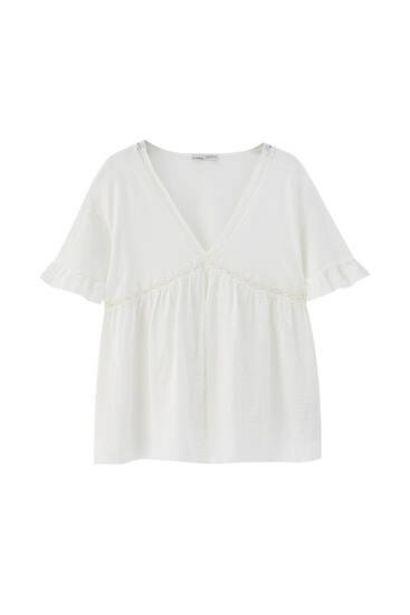 Oferta de Blusón blanco detalle entredós por 19,99€