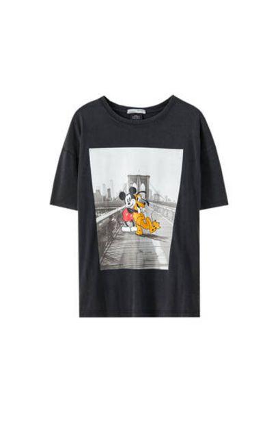 Oferta de Camiseta ilustración Mickey Mouse y Pluto por 12,99€