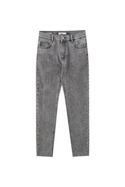 Oferta de Jeans skinny capri tiro medio por 15,99€