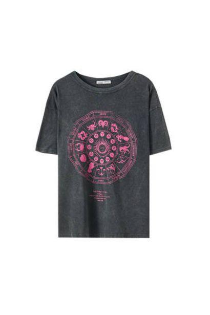 Oferta de Camiseta negra ilustración sol y luna por 12,99€
