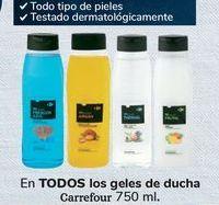 Oferta de En TODOS los geles de ducha Carrefour  por