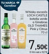 Oferta de Whisky escocés LOCH CASTLE Botella verde o Ginebra OLD THAMES Pink y Citrus  por 7,5€