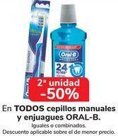 Oferta de En TODOS los cepillos manuales y enjuagues ORAL-B por