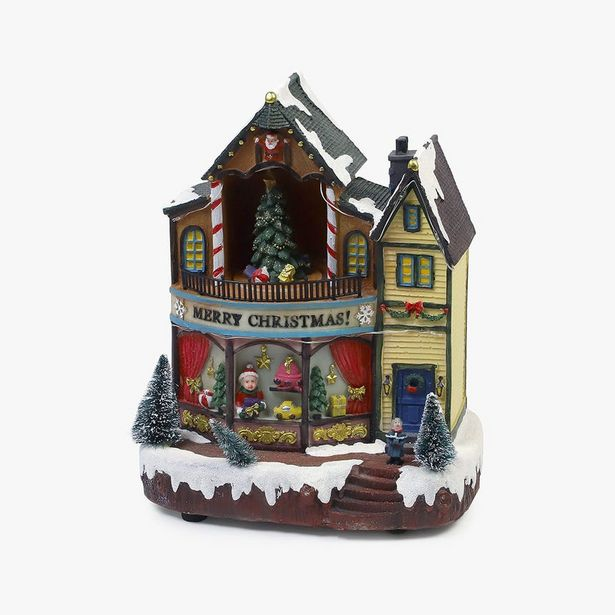 Oferta de Casa de Navidad com árboles iluminada por 43,99€
