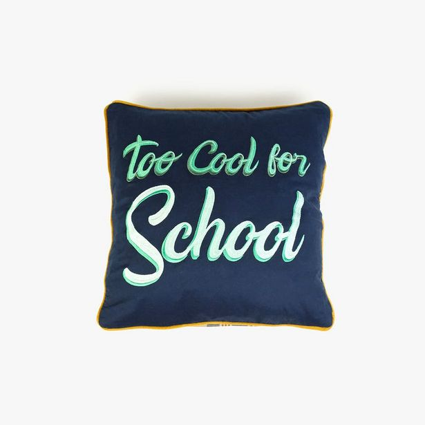 Oferta de Funda Cojín Too cool for school 45x45 cm por 9,99€