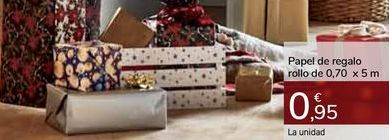 Oferta de Papel de regalo rollo de 0,70 x 5 m por 0,95€