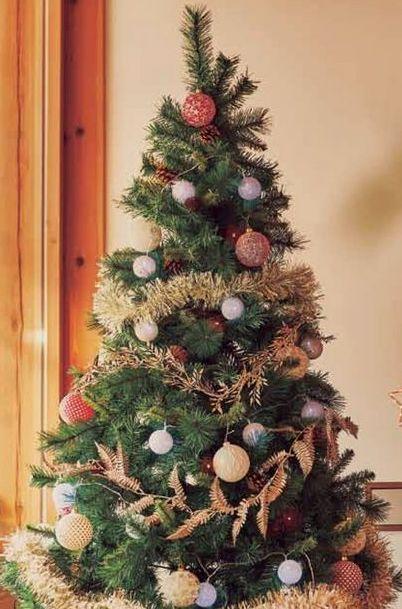 Oferta de Árbol Navidad estilo natural Piñas 180 cm por 49,9€