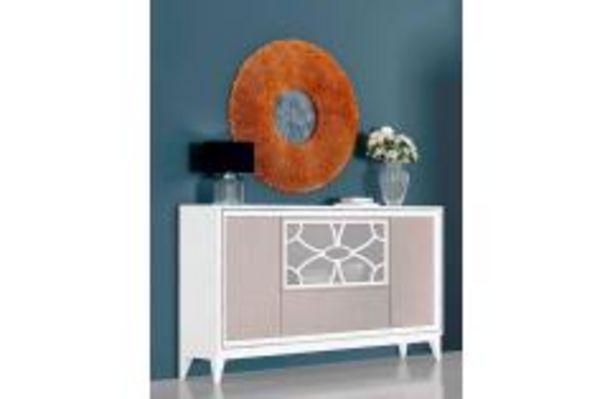 Oferta de Aparador en blanco poro y gris nude con llamativas decoraciones por 399,99€