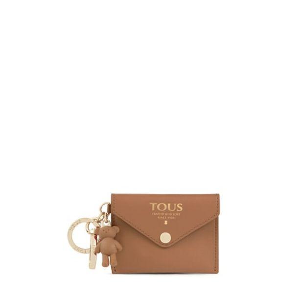 Oferta de Llavero con mini neceser Tous Envelope marrón por 31€