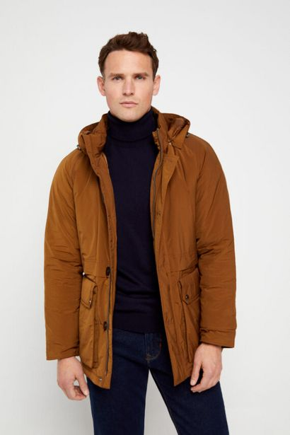 Oferta de Parka corta con capucha por 69,99€