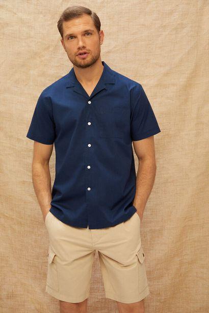 Oferta de Camisa lisa manga corta cuello camp por 9,99€