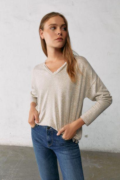 Oferta de Camiseta punto cortado escote lace por 12,99€