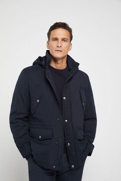 Oferta de Parka corta cuatro bolsillos con capucha por 39,99€