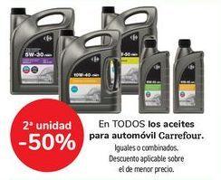 Oferta de En TODOS los aceites para automóvil Carrefour, iguales o combinados  por