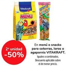 Oferta de En menú o snack para cotorras, loros o agapornis VITAKRAFT, iguales o combinados  por
